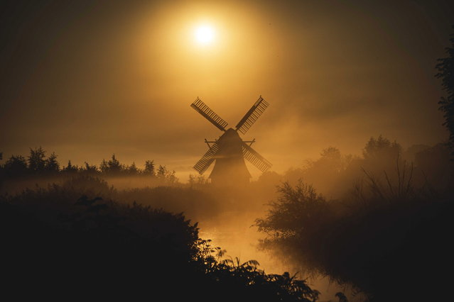 A mill is seen in the morning mist in Groningen, The Netherlands, 26 August 2019. This time of the year can be foggy in parts of the Netherlands during the sunrise. This is mainly due to the fact that it has cooled down considerably at night compared to the temperature during the day. (Photo by Siese Veenstra/EPA/EFE)