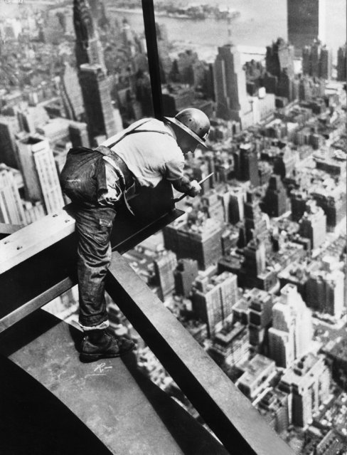 Construction worker Bob Fitzpatrick secures himself to a metal girder on the 102nd floor of the Empire State Building, New York to make some technical checks on July 18, 1950. During this time, other workers are constructing a television antenna on the top of the building. (Photo by Keystone-France/Gamma-Keystone via Getty Images)