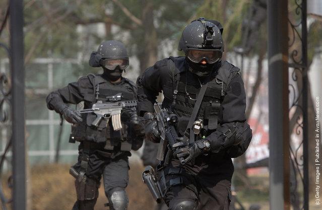 A South Korean police participate in a anti-terror exercise