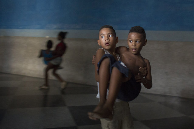 Children exercise during a wrestling lesson in downtown Havana, October 20, 2014. (Photo by Alexandre Meneghini/Reuters)