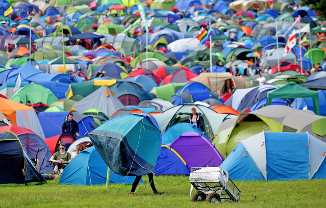 A festivalgoer carrying a tent at the Glastonbury Festival, at Worthy Farm in Somerset on Wednesday June 22, 2016. (Photo by Yui Mok/PA Wire)