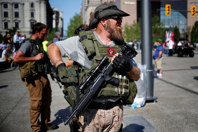 Members of the West Ohio Minutemen openly carry rifles in Cleveland Public Square near the Republican National Convention in Cleveland, Ohio, U.S., July 19, 2016. (Photo by Lucas Jackson/Reuters)