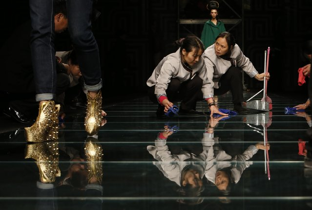 Sweepers clean on the runway while models take part in a rehearsal for MGPIN 2015 Mao Geping makeup trend launch during China Fashion Week in Beijing October 27, 2014. (Photo by Kim Kyung-Hoon/Reuters)