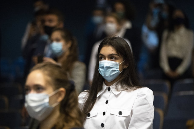 Students of the MGIMO (Moscow State Institute for Foreign Relations) wearing face masks to protect against coronavirus attend a meeting with Russian Foreign Minister Sergey Lavrov in Moscow, Russia, Tuesday, September 1, 2020. Russia's tally of confirmed coronavirus cases has surpassed 1 million after authorities reported 4,729 new cases. With a total of 1,000,048 reported cases up to Tuesday, Russia has the fourth largest caseload in the world after the U.S., Brazil and India. (Photo by Pavel Golovkin/AP Photo)