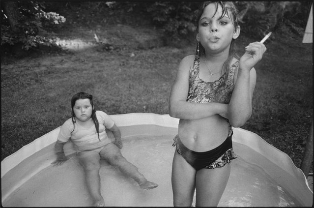 Amanda and her cousin Amy, Valdese, North Carolina, 1990. (Photo by Mary Ellen Mark)
