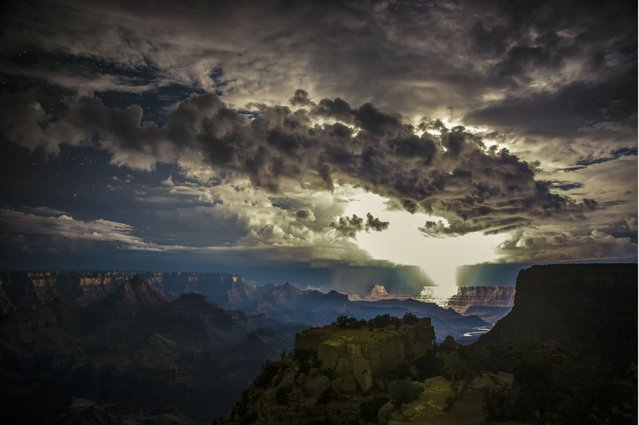 This stunning image capturing the electrical storm was captured on the Grand Canyon's South Rim. (Photo by Rolf Maeder)