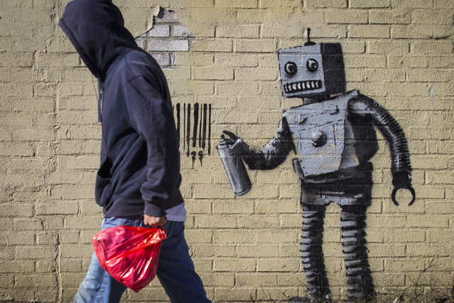 The newest art installation by British artist Banksy, a robot and a barcode, is seen on a wall in the Coney Island area of New York City, October 28, 2013. (Photo by Brendan McDermid/Reuters)