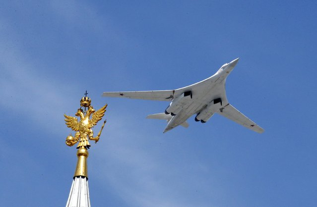 A Tu-160 heavy strategic bomber flies during the Victory Day parade above Red Square in Moscow, Russia, May 9, 2015. (Photo by Grigory Dukor/Reuters)