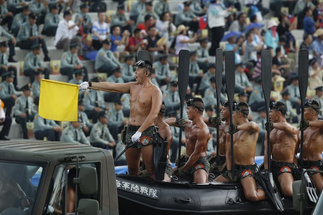 """Taiwan's military special forces """"frogmen"""" pass in front of thousands of spectators in a parade marking the 70th anniversary of the end of WWII, at the military base in Hsinchu, northern Taiwan, Saturday, July 4, 2015. Taiwan marched out thousands of troops and displayed its most modern military hardware Saturday to spotlight an old but often forgotten claim that its forces, not the Chinese Communists, led the campaign that routed imperial Japan from China 70 years ago. (Photo by Wally Santana/AP Photo)"""