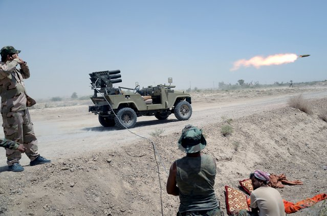 Iraq's Shi'ite paramilitaries launch a rocket towards Islamic State militants at North of Fallujah in province of Anbar, July 6, 2015. (Photo by Reuters/Stringer)