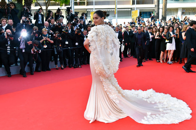 """Indian actress Sonam Kapoor poses as she arrives on May 16, 2016 for the screening of the film """"Loving"""" at the 69th Cannes Film Festival in Cannes, southern France. (Photo by Loic Venance/AFP Photo)"""