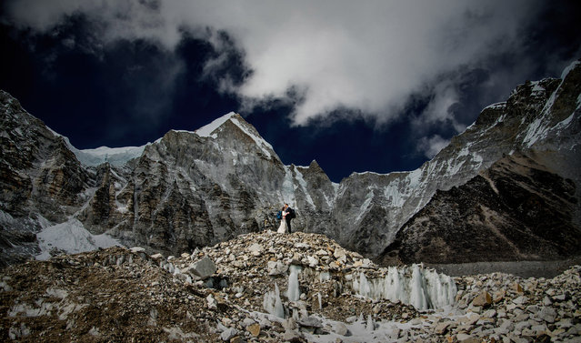 This happy couple started married life on top of the world, having exchanged their vows on mount Everest. Dressed in a full suit and wedding dress, James Sissom and Ashley Schmieder spent days scaling the mountain range in order to be photographed in front of such a breathtaking backdrop. Their big day was captured at Everest Base Camp, around 17,000 feet in the air, having battled the likes of freezing temperatures, snow and altitude sickness along the way. The American couple were accompanied by wedding photographer Charleton Churchill, who had only a small window to shoot the occasion, as temperatures stood at between –20 and –15 Celcius and James required oxygen to tackle his sickness on the mountain. Here: James Sissom and Ashley Schmieder exchange vows on Everest. (Photo by Charleton Churchill/Caters News Agency)