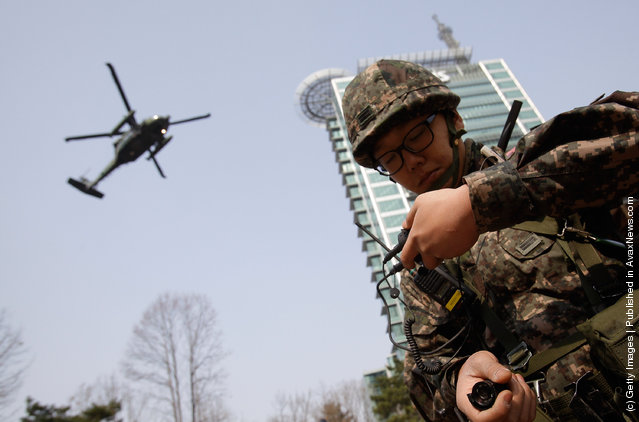 A South Korean soldier from Capital Defense Command participate in a anti-terror exercise