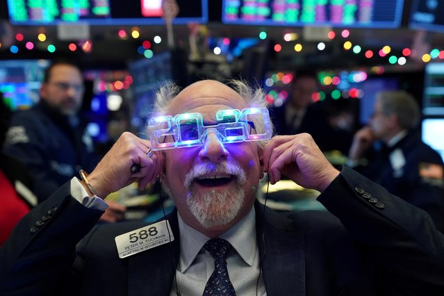 Trader Peter Tuchman wears 2020 glasses to celebrate the New Year at the New York Stock Exchange (NYSE) in New York, U.S., December 31, 2019. (Photo by Bryan R. Smith/Reuters)