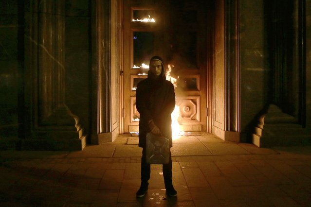 Russian artist Pyotr Pavlensky poses after setting fire to the doors of the headquarters of the FSB security service, the successor to the KGB, in central Moscow early on November 9, 2015. Russian authorities on November 9 detained a performance artist best known for nailing his scrotum to Red Square after he torched the doors of the headquarters of the FSB, the successor to the KGB, Interfax news agency reported. (Photo by Nigina Beroeva/AFP Photo)