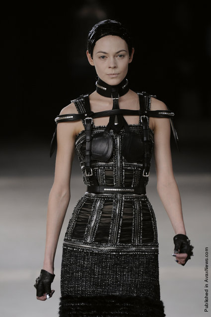 Alexander McQueen - Runway RTW - Autumn Winter 2011 - Paris Fashion Week