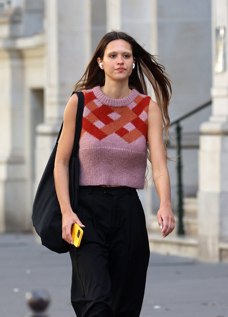 After her fresh breakup with Scott Disick, American film actor Amelia Gray Hamlin is seen in Paris with discolored eyebrows during the Fashion Week on September 28, 2021. (Photo by KCS Presse/The Mega Agency)