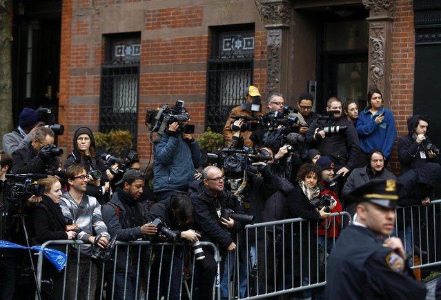 Members of the media stand outside the apartment of movie actor Philip Seymour Hoffman after he was found dead in New York February 2, 2014. (Photo by Joshua Lott/Reuters)