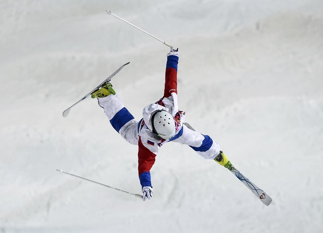 Russia's Sergey Volkov crashes during the men's freestyle skiing moguls qualification round at the 2014 Sochi Winter Olympic Games in Rosa Khutor February 10, 2014. (Photo by Dylan Martinez/Reuters)