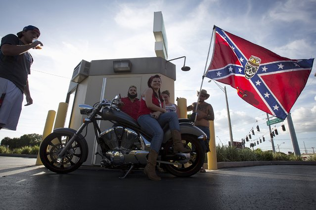 "People wait in the shade before for a ""Ride for Pride"" event to show support for the Confederate flag in Brandon, Hillsborough County, June 26, 2015. (Photo by Carlo Allegri/Reuters)"