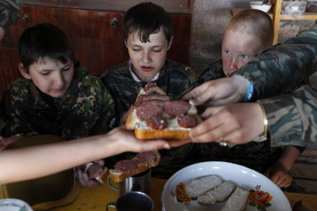 Students from the General Yermolov Cadet School have a meal during a two-day field exercise near the village of Sengileyevskoye, just outside the south Russian city of Stavropol, April 13, 2014. (Photo by Eduard Korniyenko/Reuters)