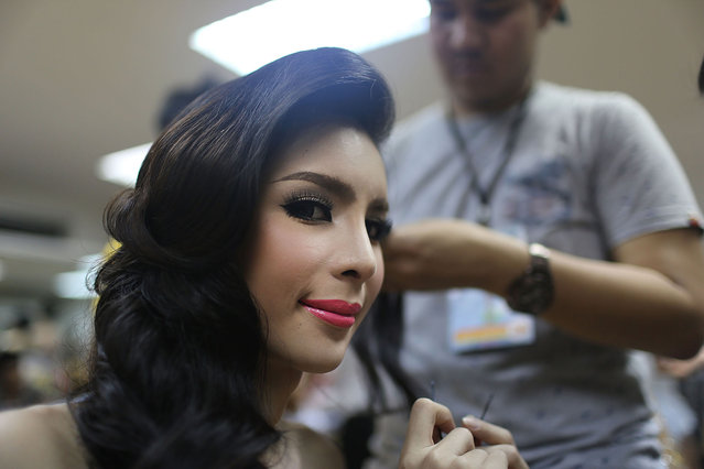 Contestants apply makeup backstage before the Miss Tiffany's Universe transgender beauty contest on May 2, 2014 in Pattaya, Thailand. The Miss Tiffany's Universe contest has taken place annually in Pattaya since 2004 and is broadcast live on Thai national television. (Photo by Taylor Weidman/Getty Images)