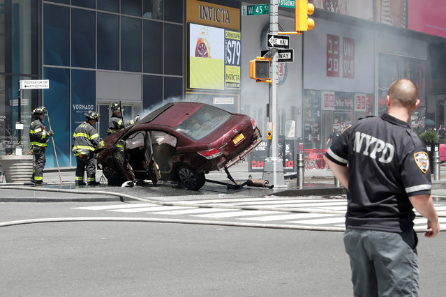 A vehicle that struck pedestrians and later crashed is seen on the sidewalk in Times Square in New York City, May 18, 2017. (Photo by Mike Segar/Reuters)