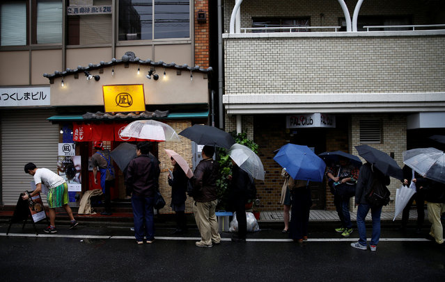 """People stand in a line to enter """"Ramen Nagi"""" restaurant for a one-day event serving """"insect tsukemen"""" ramen noodles in Tokyo, Japan April 9, 2017. (Photo by Kim Kyung-Hoon/Reuters)"""