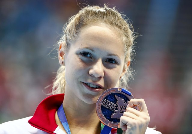 Boglarka Kapas of Hungary poses with her bronzemedal after the women's 1500m freestyle final at the Aquatics World Championships in Kazan, Russia, August 4, 2015. (Photo by Hannibal Hanschke/Reuters)