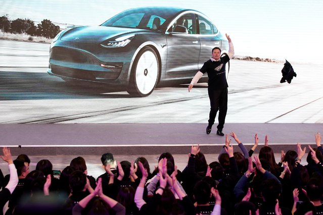 Tesla Inc CEO Elon Musk takes off his coat onstage during a delivery event for Tesla China-made Model 3 cars in Shanghai, China on January 7, 2020. (Photo by Aly Song/Reuters)