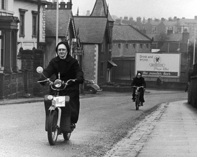 Two nuns riding mopeds, circa 1970. (Photo by Daily Express)