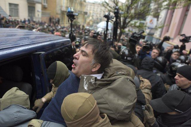 Ukrainian Security Service officers detain Mikheil Saakashvili at his house in Kiev, Ukraine, Tuesday, December 5, 2017. (Photo by Evgeniy Maloletka/AP Photo)