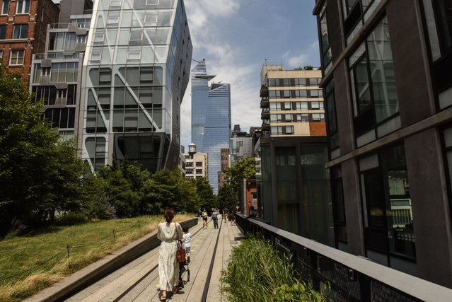 People walk the newly reopened High Line park on July 16, 2020 in New York City. One of New York City's most popular attractions, the High Line reopened with social distancing policies as part of the Phase 3 coronavirus plan. Visitors must enter on Gansevoort St., walk one way, maintain six feet apart and wear their masks. (Photo by Stephanie Keith/Getty Images)