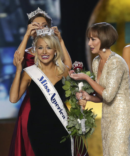 The outgoing Miss America, Betty Cantrell, back, crowns the winner Miss Arkansas Savvy Shields, as Lynn Weidner, right assists during the Miss America 2017 pageant, Sunday, September 11, 2016, in Atlantic City, N.J. (Photo by Mel Evans/AP Photo)