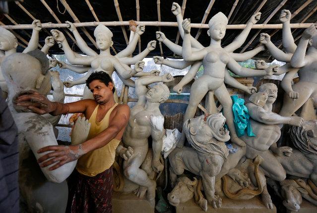 An artisan works on an idol of Hindu goddess Durga at a workshop ahead of the Durga Puja festival in Kolkata, India, September 20, 2016. (Photo by Rupak De Chowdhuri/Reuters)