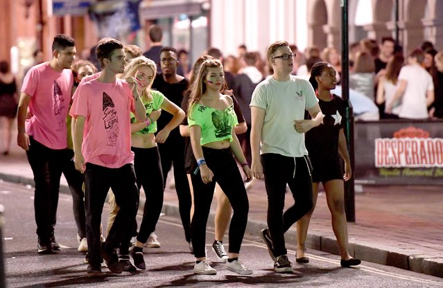 A gaggle of new Portsmouth students walk arm in arm down the street of bars as they look for the next place to move on to in Portsmouth, Hampshire on September 21, 2016. (Photo by Paul Jacobs/PictureExclusive.com)