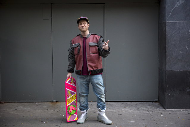 """Noah Shulman poses for a photo dressed as Marty McFly outside the """"Back to the Future"""" 30th anniversary screening in Manhattan, New York, October 21, 2015. In the 1989 movie, main character Marty McFly traveled to the future to October 21, 2015. (Photo by Andrew Kelly/Reuters)"""