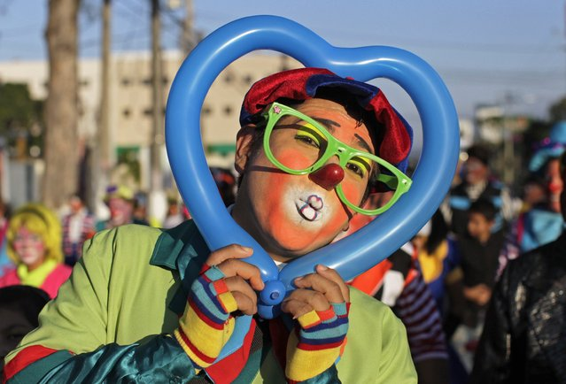 "A Salvadorean clown going by the name of ""Bobo"" poses during National Clown Day celebrations at Beethoven Square in San Salvador December 3, 2014. (Photo by Jose Cabezas/Reuters)"