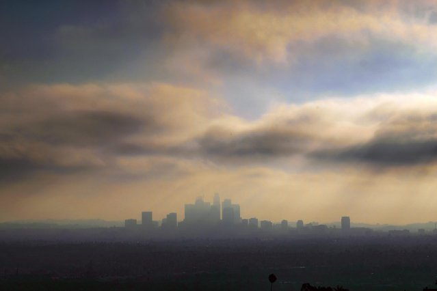 Downtown Los Angeles is shrouded in early morning coastal fog on Friday, August 12, 2016. Southern California is having its smoggiest summer in nearly a decade and hospitals report an increase of people with breathing problems. (Photo by Richard Vogel/AP Photo)