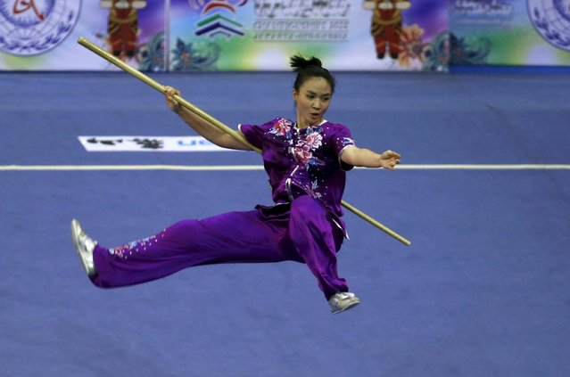 Indonesia's Ivana Ardelia Irmanto competes in the women's nangun final during the 13th World Wushu Championship 2015 at Istora Senayan stadium in Jakarta, November 17, 2015. (Photo by Reuters/Beawiharta)