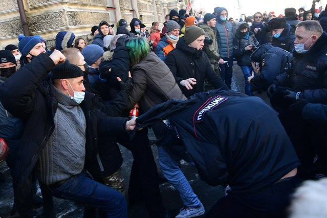 A police officer is attacked during an unauthorized rally in support of Russian opposition activist Alexei Navalny in Vladivostok, Russia on January 23, 2021. (Photo by Dmitry Yefremov/TASS/Alamy Live News)