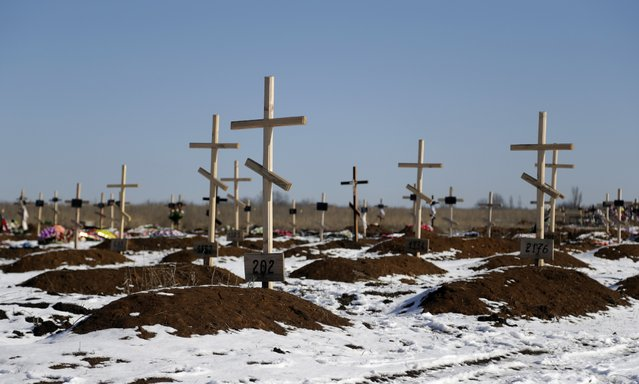 Unmarked graves are seen at a cemetery in the east Ukrainian village of Mospino, near the city of Donetsk, Ukraine, on Thursday, February 12, 2015. (Photo by Petr David Josek/AP Photo)
