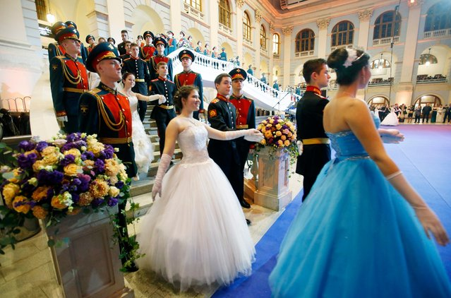 Participants of the Kremlin Cadet Ball enter the hall of Gostinny Dvor business and exhibition center in Moscow, Russia, 08 December 2016. (Photo by Sergei Chirikov/EPA)