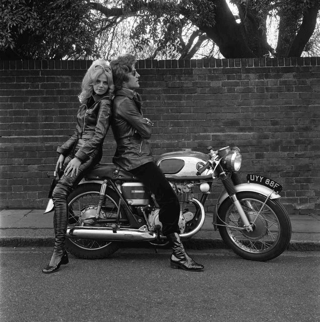 Patrick Lichfield & Britt Ekland. (Photo by Terry O'Neill)