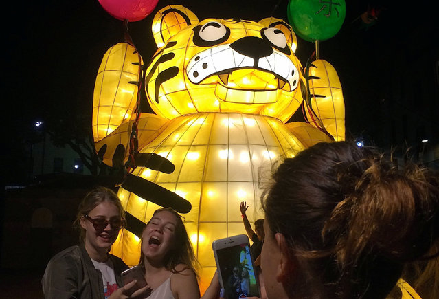 Members of the public laugh as they take photographs in front of illuminated lanterns during an event to celebrate the Chinese New Year in Sydney, Australia January 27, 2017. (Photo by Stefica Nicol/Reuters)