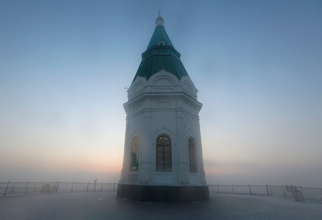 A view shows the Paraskeva Pyatnitsa Chapel, the city's oldest building, with the air temperature at about minus 29 degrees Celsius (minus 20.2 degrees Fahrenheit), on a foggy frosty day in the Siberian city of Krasnoyarsk, Russia December 26, 2018. (Photo by Ilya Naymushin/Reuters)
