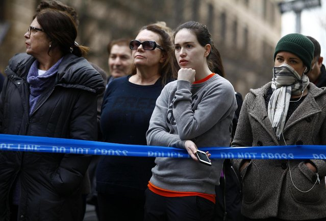 A crowd gathers near the apartment of movie actor Philip Seymour Hoffman after he was found dead in New York February 2, 2014. (Photo by Joshua Lott/Reuters)