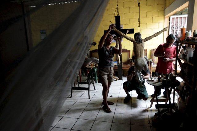 Manuel de Jesus Quilizapa and relatives work on a statue of El Jesus Nazareno in his workshop in Izalco, El Salvador March 11, 2016.. (Photo by Jose Cabezas/Reuters)