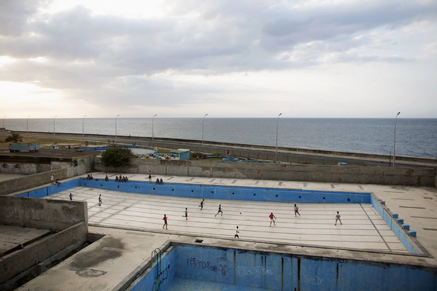 People play soccer in an empty swimming pool at a park in Havana, March 13, 2015. (Photo by Alexandre Meneghini/Reuters)