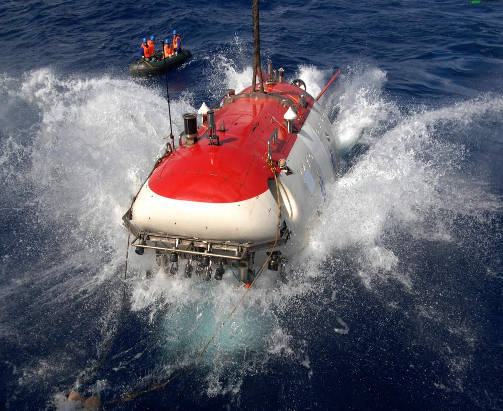 China-made Manned Submersible Reaches 6,965 Meters in the Mariana Trench